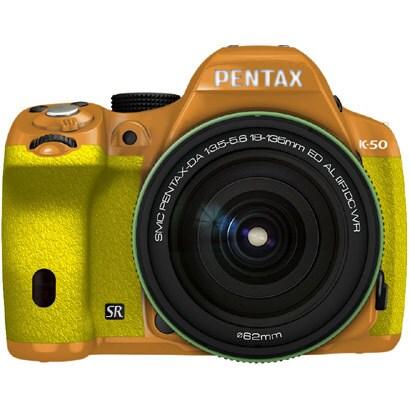 K-50 18-135WRキット オレンジ/イエロー 027 [ボディ+交換レンズ「smc PENTAX-DA18-135mmF3.5-5.6ED AL[IF]DC WR」]