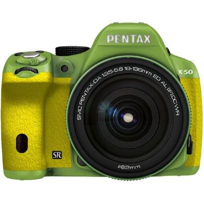 K-50 18-135WRキット グリーン/イエロー 039 [ボディ+交換レンズ「smc PENTAX-DA18-135mmF3.5-5.6ED AL[IF]DC WR」]